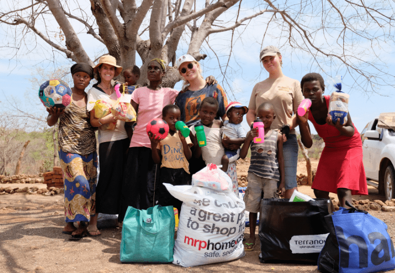 Volunteers handing out food parcels to African villagers