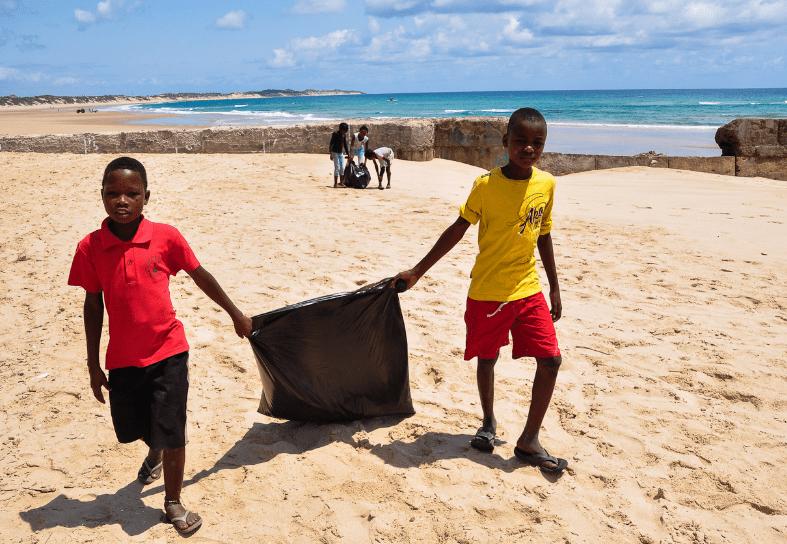 marine-conservation-beach-cleanup