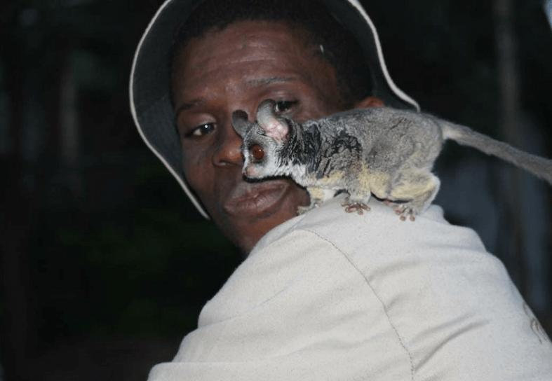 Family-volunteering-bushbaby