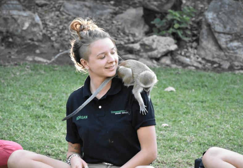 Family-volunteering-primate-care