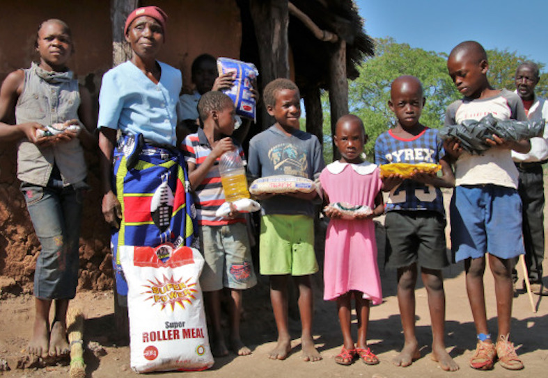 Community receiving food aid